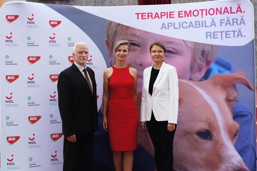Camelia Ene - CEO MOL Románia (J); Weisz Erika - HorsEmotion (K); András Imre - A Közösségért Alapítvány (B)